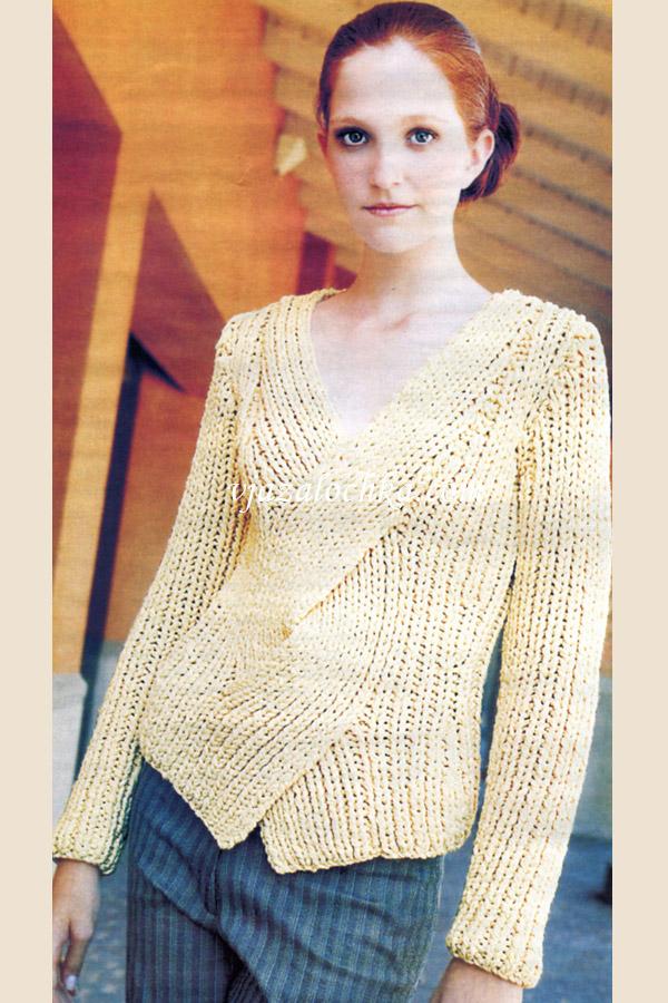 Приталенный пуловер в резинку