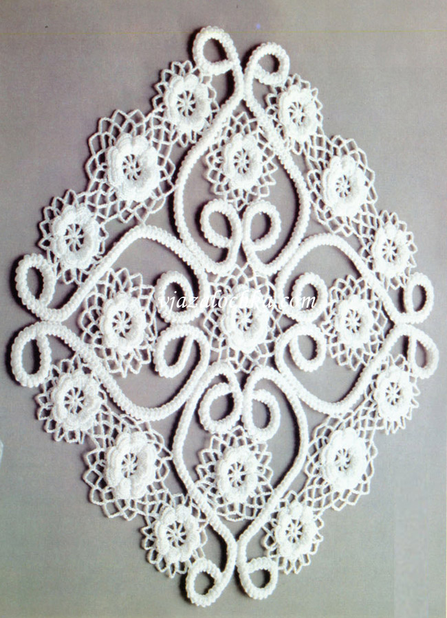 Салфетка из цветочных мотивов.
