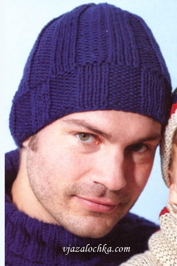Мужская шапка связана спицами