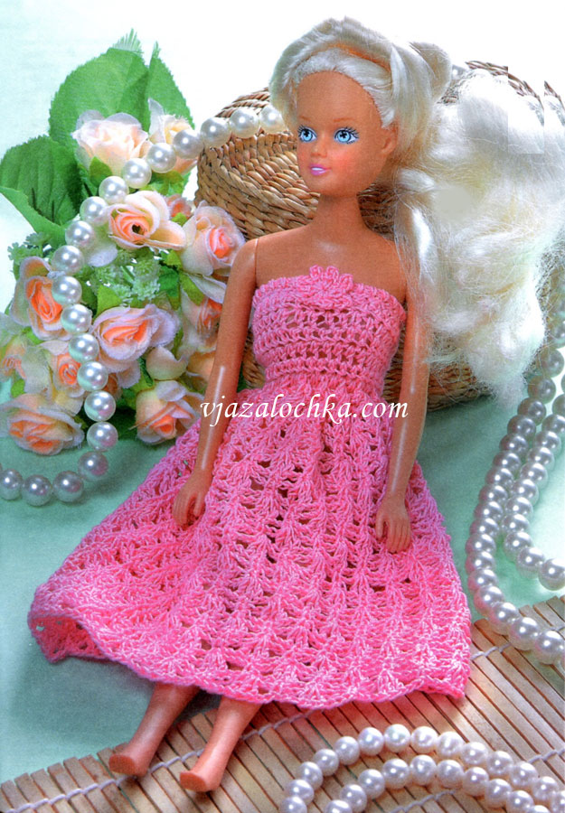 Вязаное платье для куклы Барби