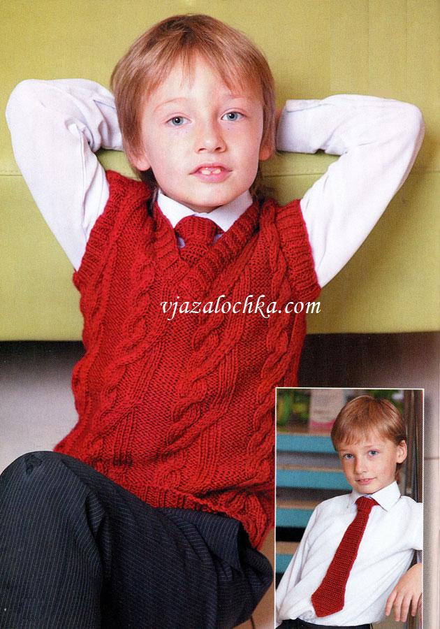 Жилет связан спицами, галстук