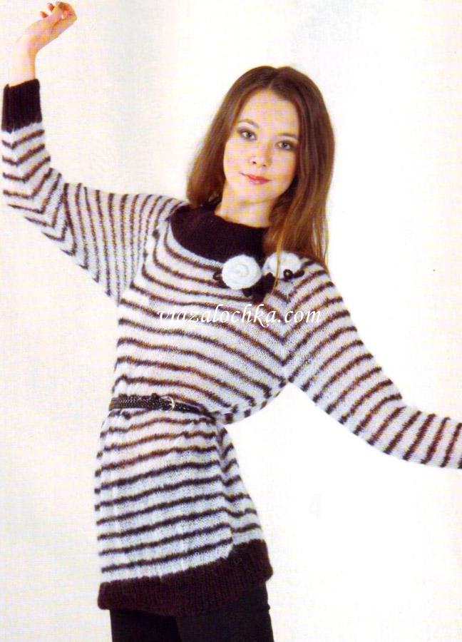 Удлиненный пуловер в полоску с